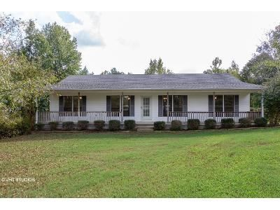 3 Bed 2 Bath Foreclosure Property in Florence, AL 35633 - County Road 8