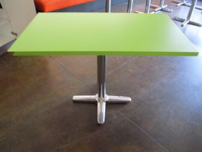 8 Green Table Tops with Bases RTR#6101497-02