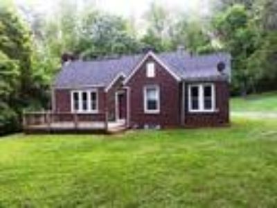 Nice updated ranch home minutes from Smith River