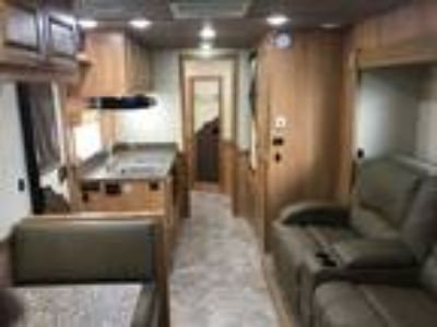 2016 Shadow 3 horse with 15 LQ and slide out, recliners