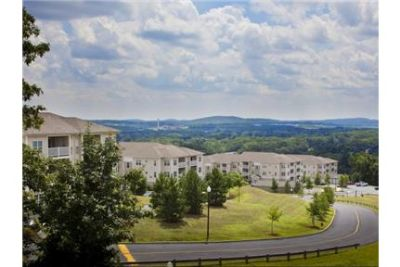 1 bedroom Apartment - Situated on a hillside.