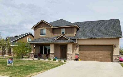 1536 Creekside Dr Williston Three BR, Beautiful family home in