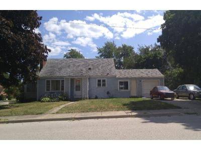 3 Bed 1 Bath Foreclosure Property in Elgin, IL 60123 - Meyer St