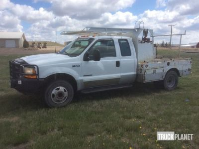 2001 (unverified) Ford F-350 XLT Super Duty 4x4 Flatbed Truck