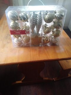 Brand new 50 piece gold Christmas decorations