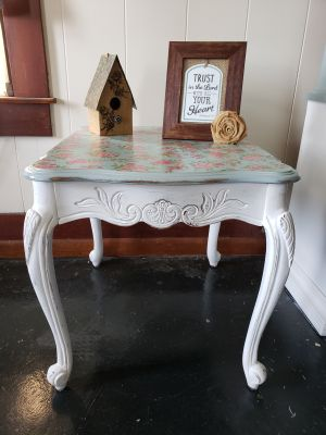 Distressed farmhouse end table