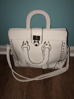 White purse *** only carried a couple times ****PENDING PICK UP