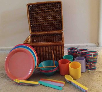Picnic Basket With Plastic Dishes
