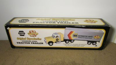 First Gear NAPA 25th Anniversary Stamped Steel Tractor Trailer 79-0190 Size 28""