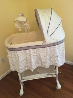 Simmons slumber time bassinet
