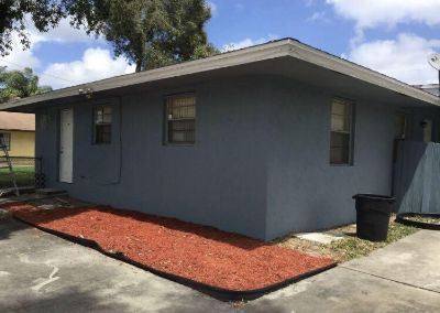 2/1 Duplex . Ready to move! Water & lawn cut included . West Palm Beach ( by Okeechobee blv. & Turnpike ).