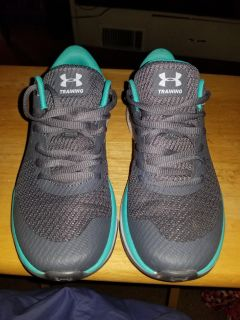 Women's size 6.5 Under Armour Sneakers