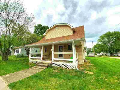 307 TAYLOR Street MOORESVILLE Three BR, Cute as a button and