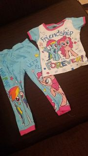 Girls my little pony pjs... tag says size 4, fits like a 3... $1