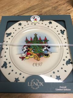 2 pic s! NEVER OPENED Disney Lenox Fine Ivory Porcelain Collectors Plate Original Box!! MINT CONDITION! Great Gift!!