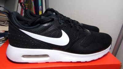 WOMEN'S NIKE AIR MAX TAVIS SIZES 9.5 or 11.5 = men 8, 10 New and Authentic