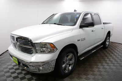 "2015 RAM 1500 4WD Crew Cab 140.5"" Big Horn (Bright White Clearcoat)"