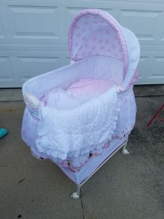 Mini Mouse Vibrating Bassinet