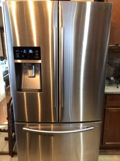 Samsung 28.7-cu ft French Door Refrigerator with Dual Ice Maker ( Stainless Steel)