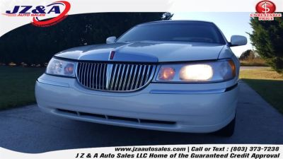 2001 Lincoln Town Car Executive (Ivory Parchment)