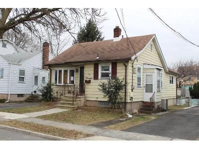 3 Bed 1 Bath Foreclosure Property in East Rutherford, NJ 07073 - Mckenzie Ave