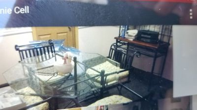 Glass kitchen table/4 chairs/bakers rack