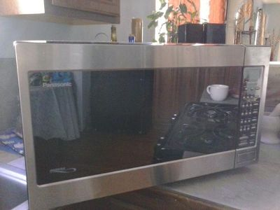 $120, Stainless Steel Panasonic Microwave 2.2 Cu. Ft., 1520 Watt--$120