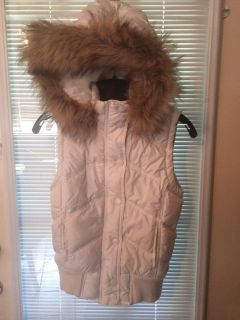 Aeropostale size small winter vest with removable hood. EUC