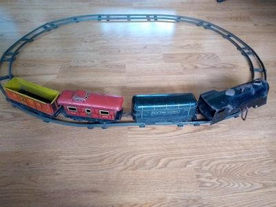 Vintage Marx wind up train set with tracks and key