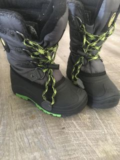 Youth snow boots size 12