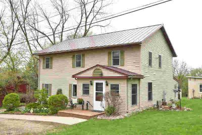 N4321 County Road R Hustisford Four BR, Affordable country