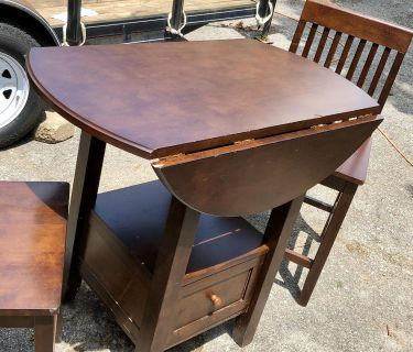 Dinette table with 2 chairs