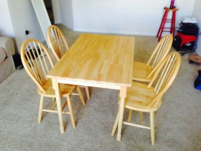 Beautiful Wood Dining Table and Chairs