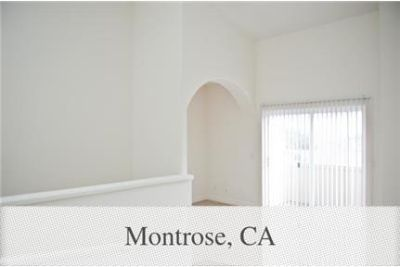 Townhouse in prime location. Parking Available!