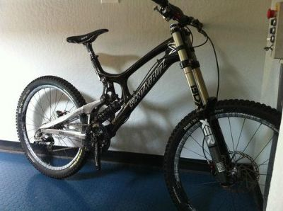 2012 Santa Cruz V10 Carbon Downhill bike Medium