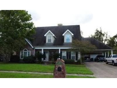 5 Bed 5 Bath Foreclosure Property in Destrehan, LA 70047 - Valcour Ln