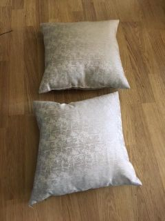 Pair of 2 Pearly Off White Throw Pillows (DECOR)