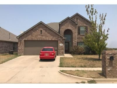 4 Bed 3 Bath Preforeclosure Property in Crowley, TX 76036 - Paddle Dr