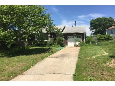 2 Bed 1.0 Bath Preforeclosure Property in Kansas City, KS 66103 - W 44th Ter
