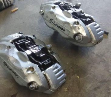 Front Brembo 4 piston calipers 75% life