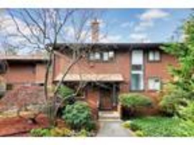 Gorgeous Edgemont Townhome For Sale