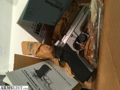 For Sale: Smith and Wesson 5906