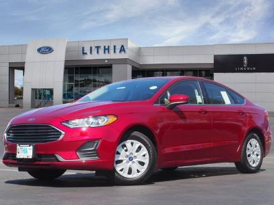 2019 Ford Fusion S (Ruby Red Metallic Tinted Clearcoat)