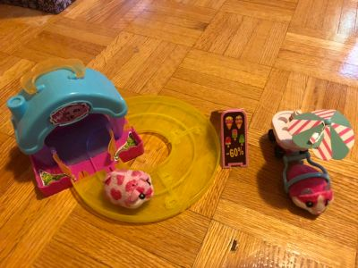Moving hamsters with track, house and ice cream trailer