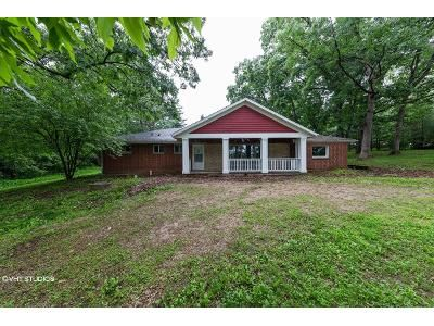 3 Bed 1.5 Bath Foreclosure Property in Sussex, WI 53089 - 949 Plainview Rd