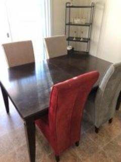 Dinkng Room Table & Chairs
