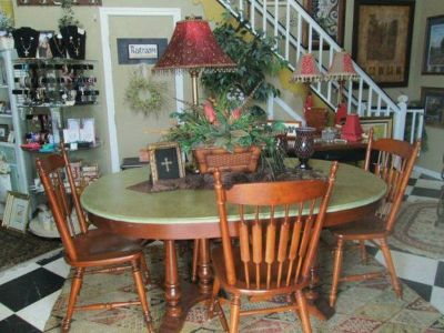 Table and 4 Chairs - x0024300 (Hitt  Miss Consignments