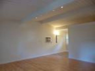 Adorable Cottage Style Duplex w/Many Amenities Wood Floors, Great Lighting! ...