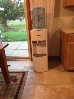 Whirpool hot and cold water dispenser