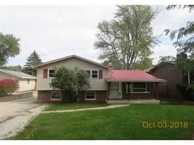 3 Bed 1 Bath Foreclosure Property in Antioch, IL 60002 - Oakwood Dr